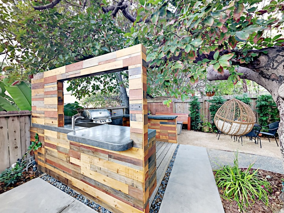 Outdoor BBQ area with Gas fire pit, and New Jacuzzi!